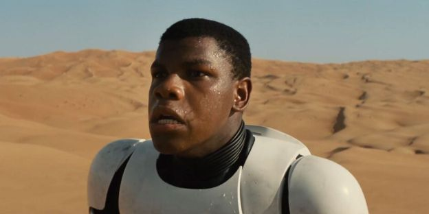 John Boyega spelar f.d. stormtroopern Finn.
